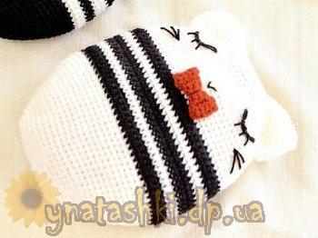 мягкая вязаная подушка кот