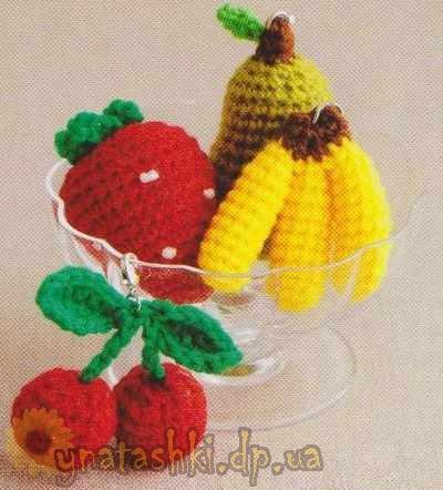 Вязаные брелки-фрукты