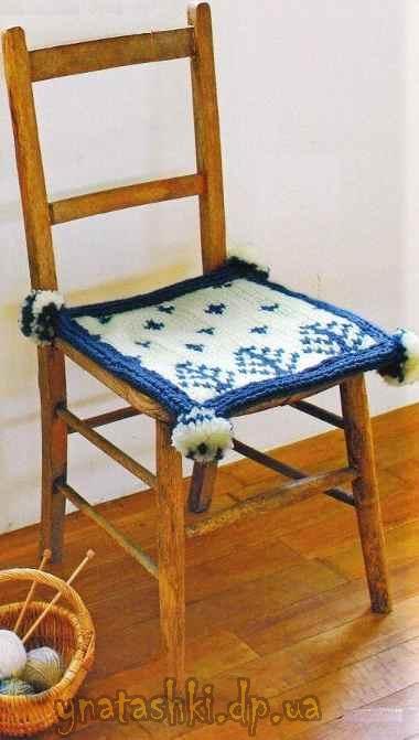 Чехол для табурета или стула с помпонами