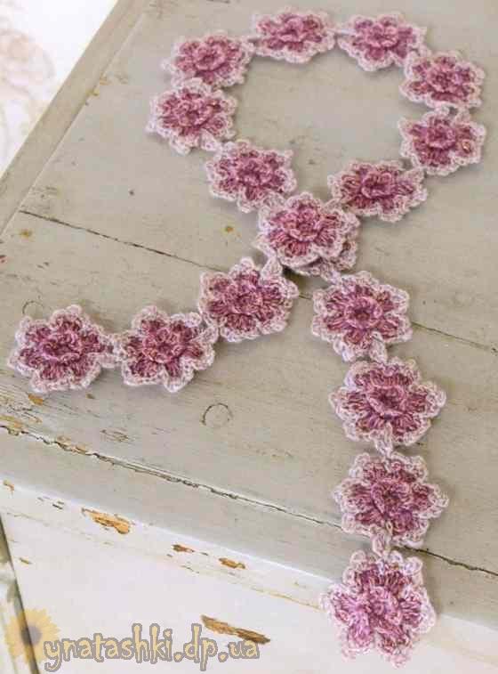 Вязаный шарф с цветочками