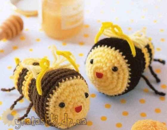 Вязаная пчела
